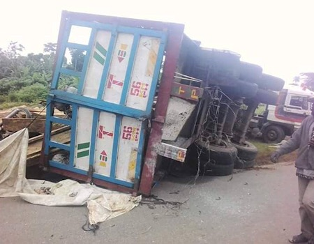 PHOTOS) BREAKING: 18 passengers crushed in Ekiti road crash